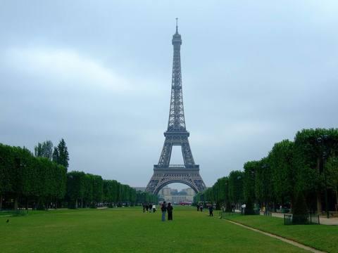 埃菲尔铁塔近景图片
