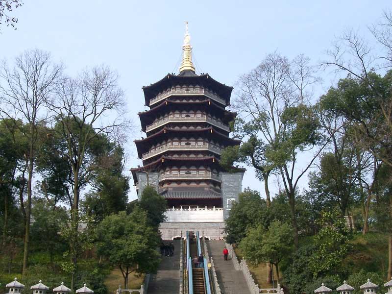自由安排您的游玩时间,可自由选择参观雷峰塔,岳王庙等景区; 景点