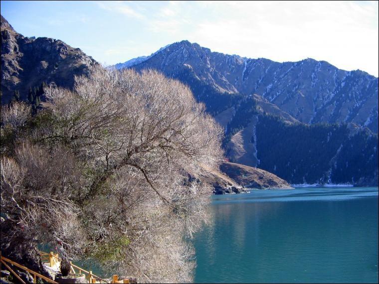 新疆印象  景点天山天池风景区: 世界著名的高山湖泊,国家5a级风景区