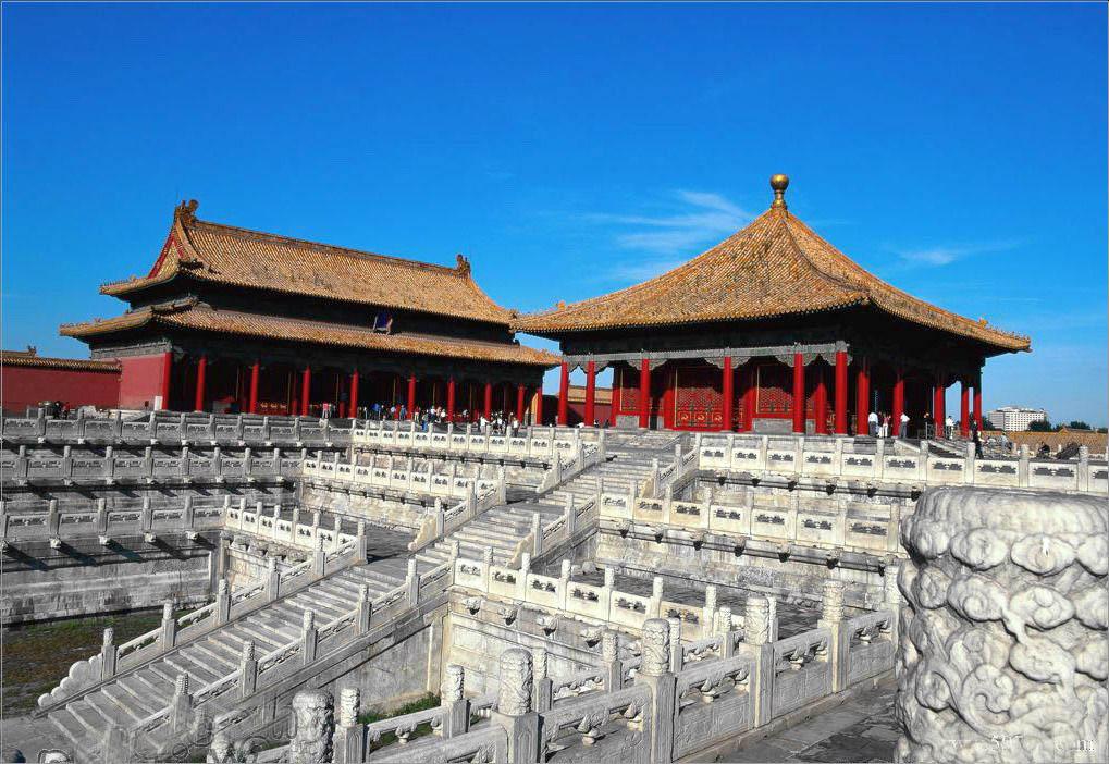 """故宫全部建筑由""""前朝""""与""""内廷""""两部分组成"""