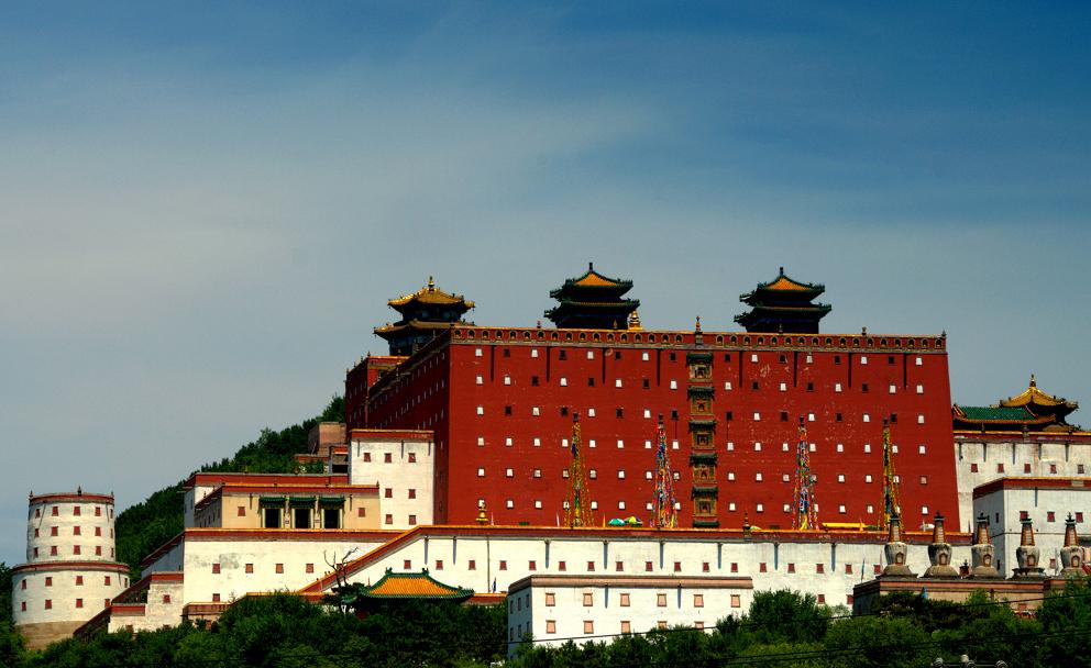 """景点介绍 普陀宗乘之庙:按照西藏拉萨的布达拉宫的,素有""""小布达拉宫"""""""