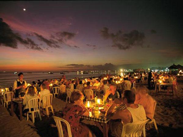 海鲜bbq 晚餐在世界最美的十大落日美景之一金巴兰