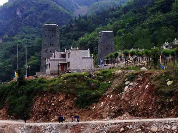 北川地震遗址-新县城-吉娜羌寨-寻龙山2日>春游踏青之旅