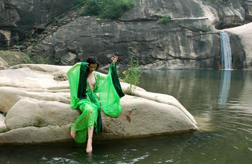 景点介绍:  龙潭涧自然风景区,地处北京怀柔区琉璃庙镇,距北京城80余