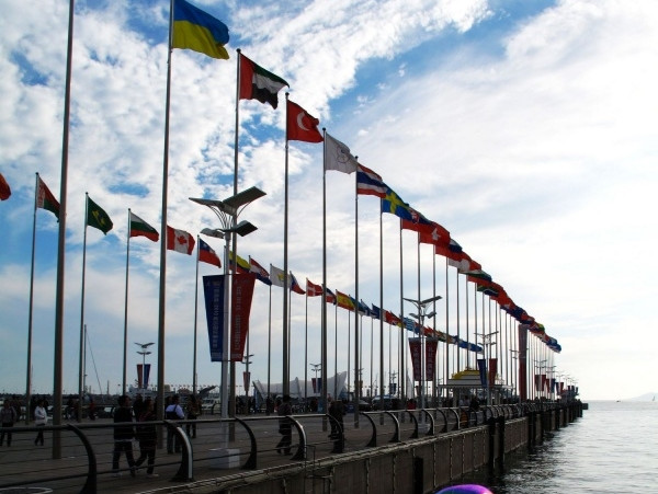 奥帆基地:坐落于青岛市东部新区浮山湾畔,北海船厂原址,毗邻五四广场