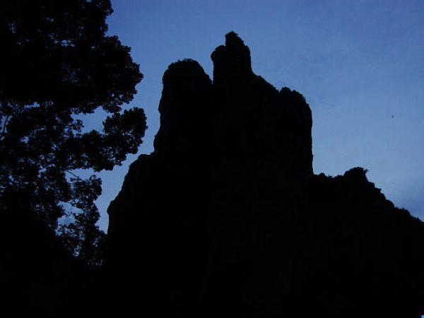 景点灵峰夜景 灵峰是全山风景荟萃之处,峰高约270米.