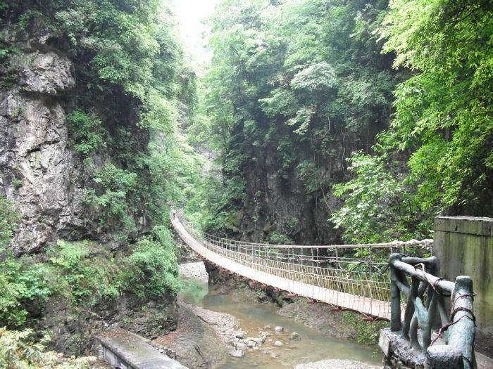 三峡大瀑布:三峡大瀑布(原名:白果树瀑布)地处于晓峰旅游景区.