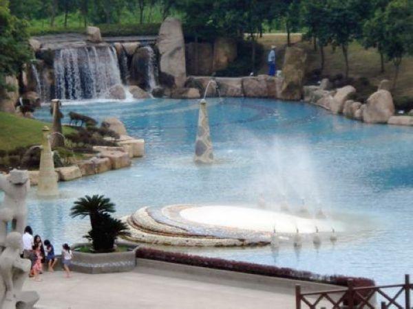 月湖雕塑公园-泰晤士小镇1日团队游>异国风情之旅