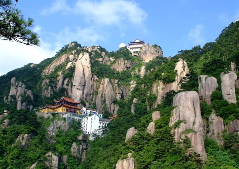 风景名胜区,著名的游览避暑胜地,现为国家5a级旅游区,全国文明风景