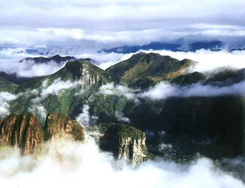 森林公园   雁荡山国家森林公园位于乐清县东北部,坐落在以