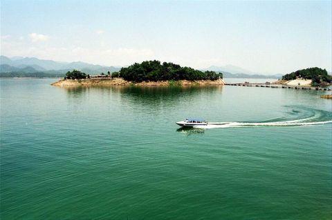 杭州西湖-江南红石湾-千岛湖2日游>西湖景区,玩通天飞瀑