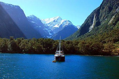 新西兰南北岛9日游游>基督城,梯卡坡湖,皇后镇,米佛峡湾
